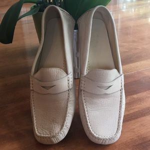 Cole Haan nude leather driving shoes size 8